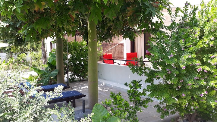 Near the beach Apartment with garden.🇨🇾