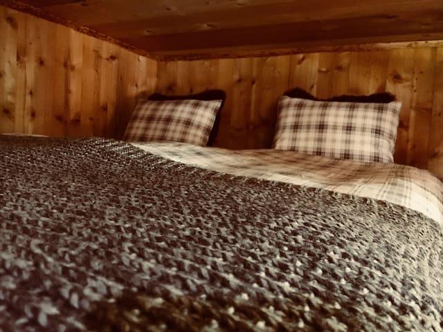 Zu kalt? Übernachte in der Lodge. Kuschelig warme Bettwäsche
