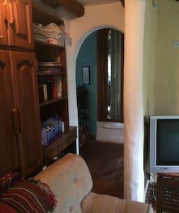 Habitación,baño completo privado y vista campestre - Quito