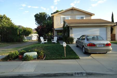 Big, Kid-Friendly House with Yard! - 一軒家