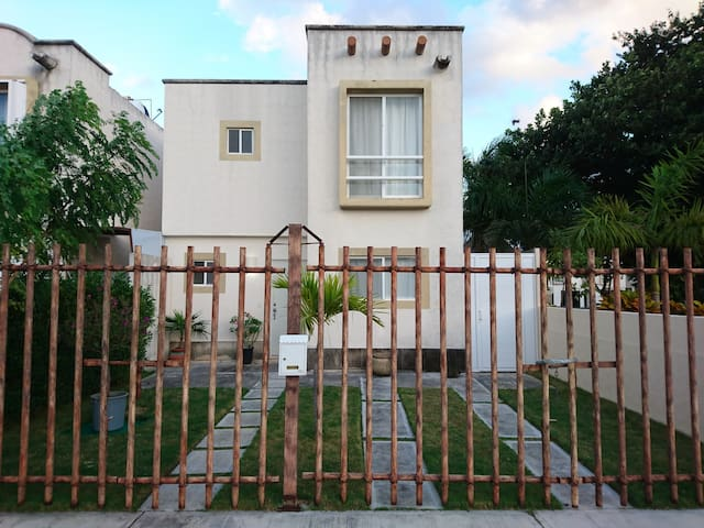Nice quiet and secure neighborhood downtown Cancun - Quintana Roo - House