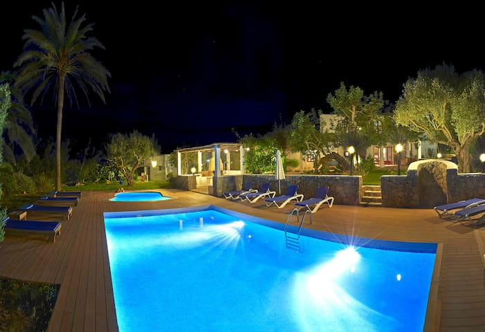 dreamlike old finca in Ibiza with 2pool - Sant Antoni de Portmany - Villa