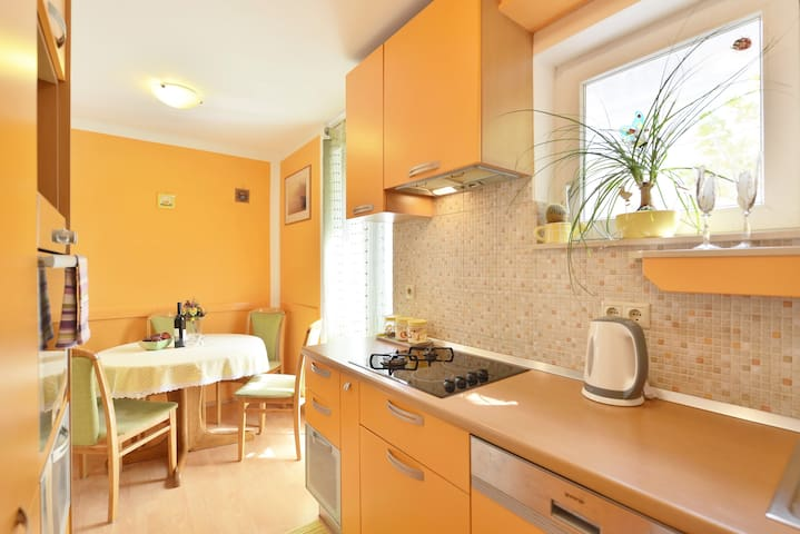 bright & cozy nest in town center - Omiš - Appartement