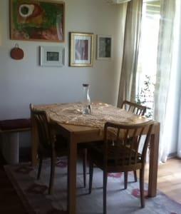 Gemütliche Wohnung Nähe Salzburg - Sankt Pantaleon - Apartament