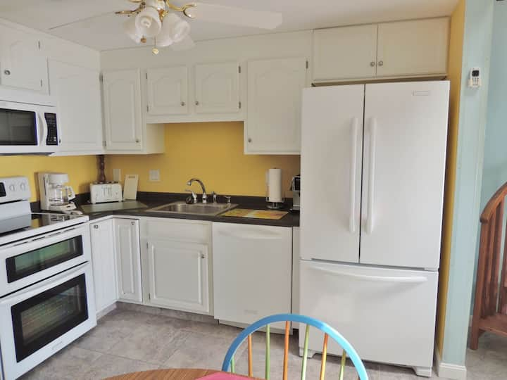 Golden Shores 24 - Direct Oceanfront Condo in Old Orchard beach