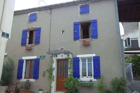 Maison de village à 14km de la cité de Carcassonne - Capendu