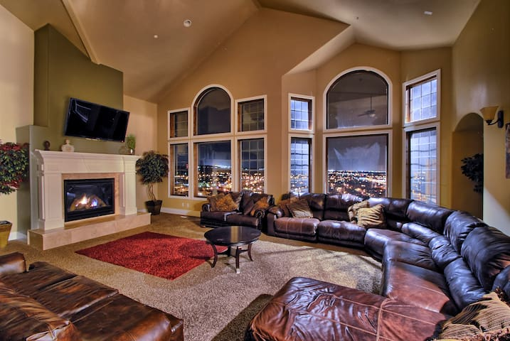 Luxury Mansion w/ Views! Sleeps Up To 60! 9,000 SF - Herriman - Hus