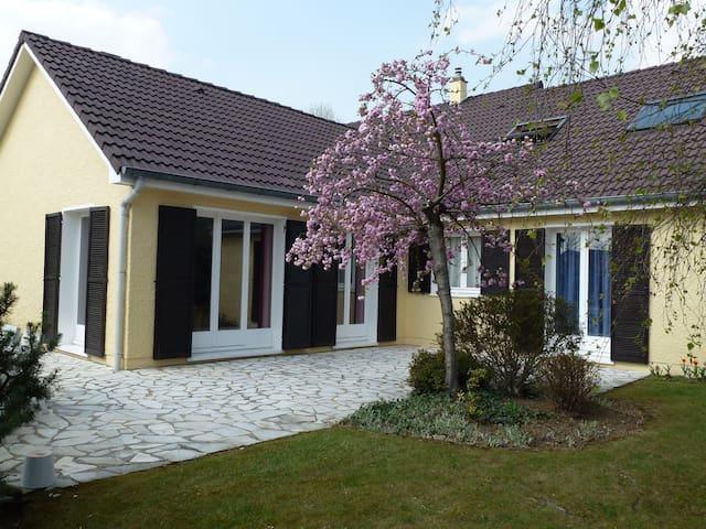 Notre Maison, idéalement située - Gressy - Casa