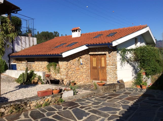Idyllic little house near Coimbra - Rio Vide - Hus