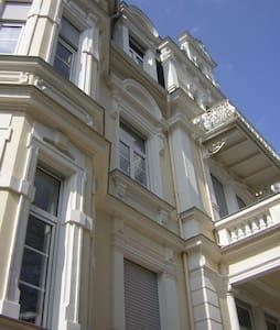 ruhige Gründerzeitwohnung nähe Park - Bad Nauheim - Daire