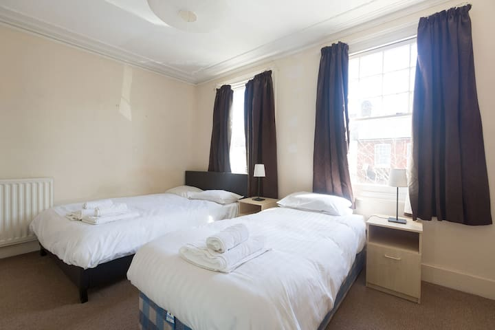 Perfect Room in tremendous flat (GR R4)