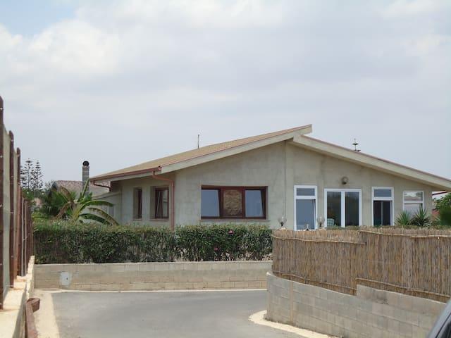 casa vacanze a venti metri dal mare
