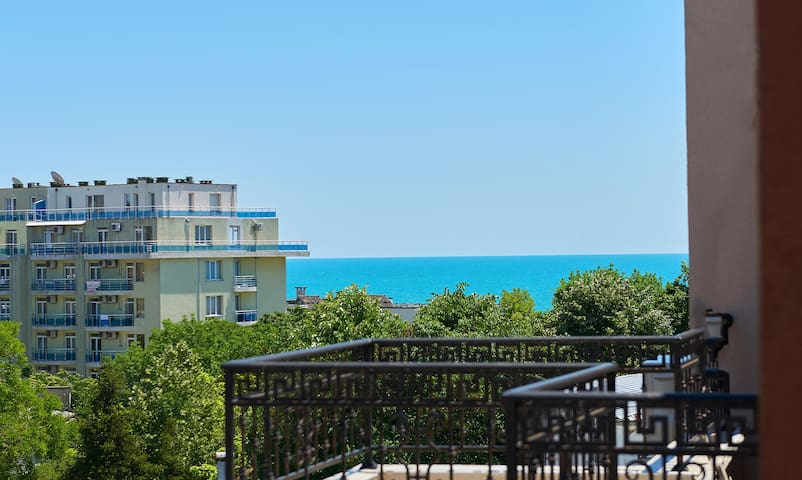 квартира на берегу моря с болшой террацой