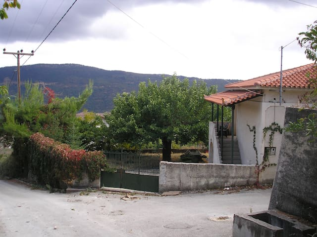 Traditional Mountain House - Κλημέντι - Huis