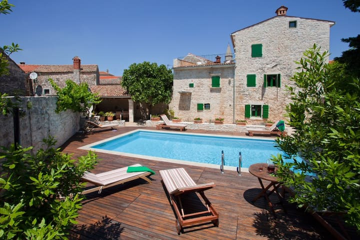 Villa with pool in southern Istria