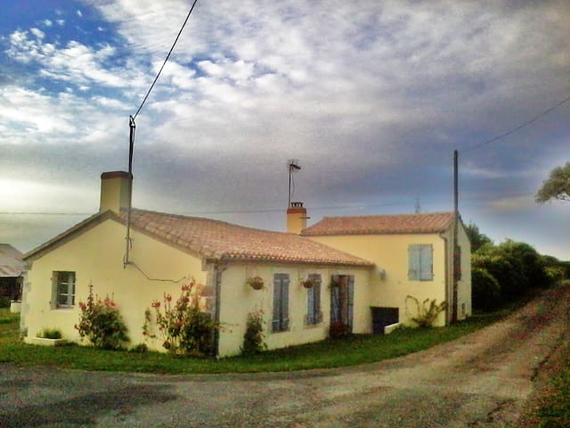 Beautiful French Farmhouse near sea - Angles - Дом