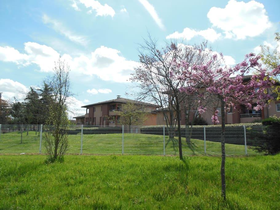 Appartement avec jardin et piscine basso cambo for Piscine jardin toulouse
