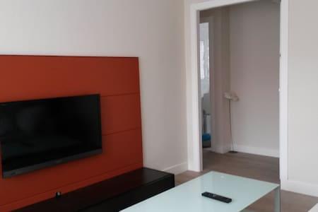 Apartamento céntrico:  Playa 50m, ocio y servicios - Castro Urdiales - อพาร์ทเมนท์