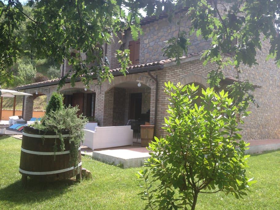 La struttura in pietra e la tranquillità della casa