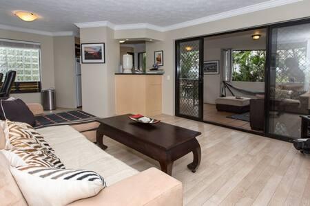 2 Bedroom/ bathroom apartment Furb. - New Farm - Wohnung