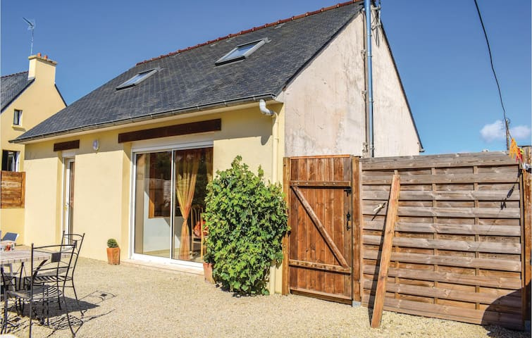 Holiday cottage with 2 bedrooms on 80m² in Port Blanc