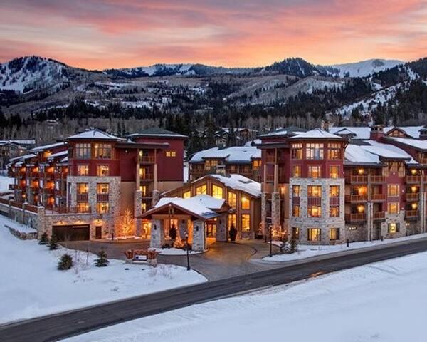 Sunrise by Hilton Grand Vac ation Club Dec 15-20