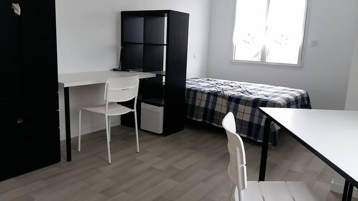 Saint Pair studio NB - 40m mer - cuisine + sdb