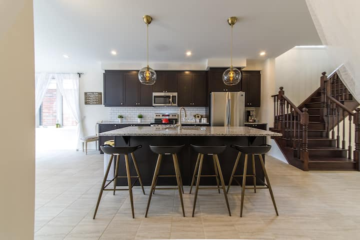 LUXURY SUITE in CAMBRIDGE – BRAND-NEW, min to 401