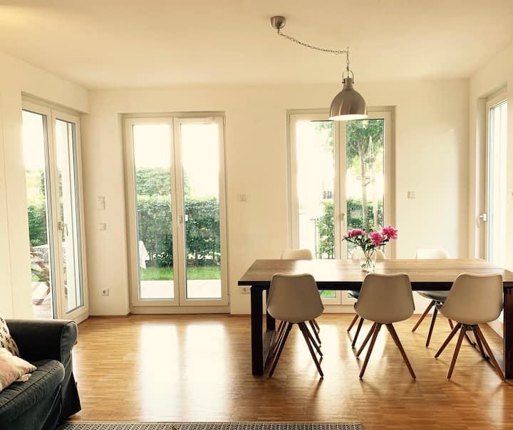 Modern & Beautiful apartment with garden