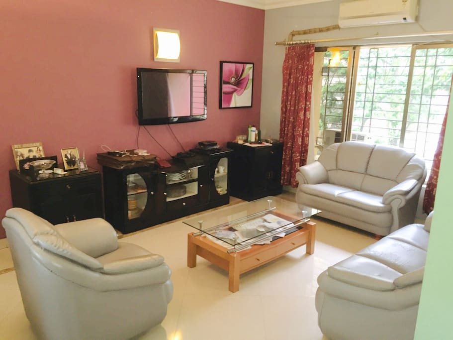 Living room TV with HD channels