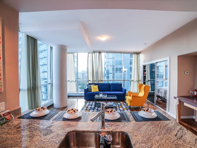 Vibrant DT Condo by 17 Ave/City views & UG Parking