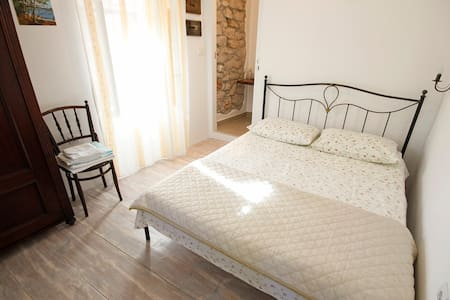 NEW room, decorated in old style - Mali Lošinj - Haus