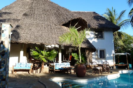 Luxury Diani Beach Villa with pool - Villa