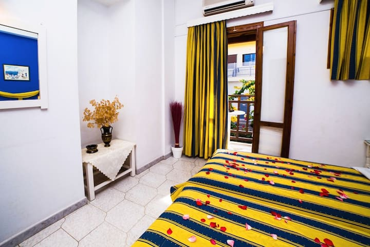 Charming apartment in the heart of Malia (3pax)
