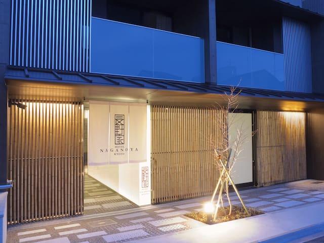 新!舒適的公寓式旅館,交通非常便利。二条城3分鐘可達