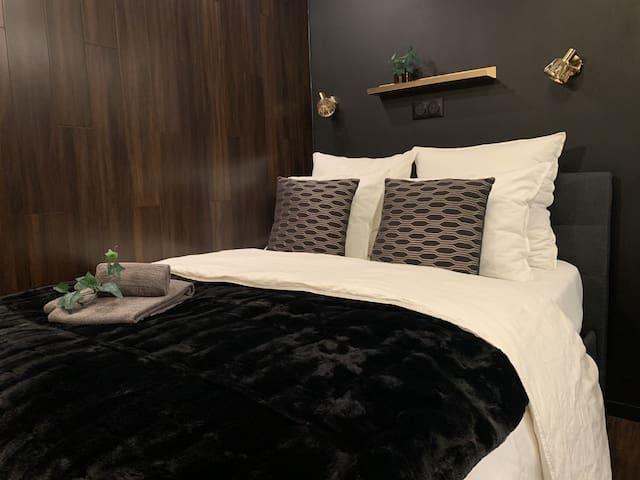 Double bed 140 cm.