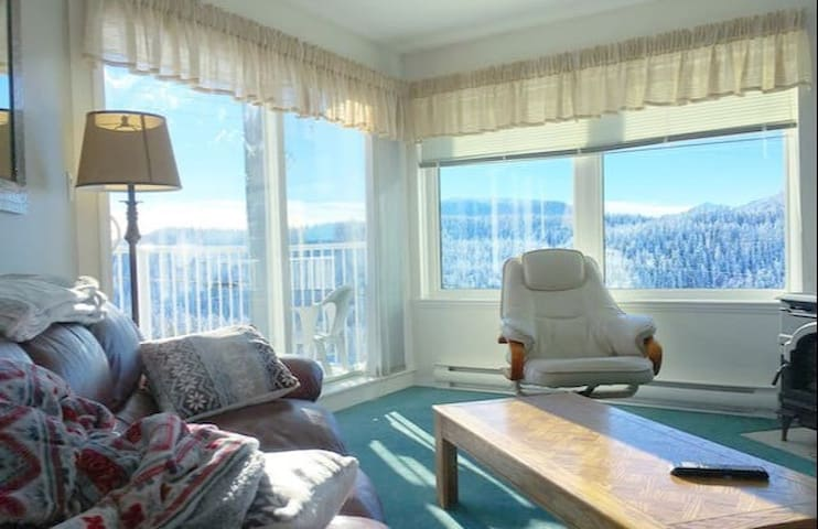 Mount Washington condo sleeps 2/7! - Comox  - Apto. en complejo residencial