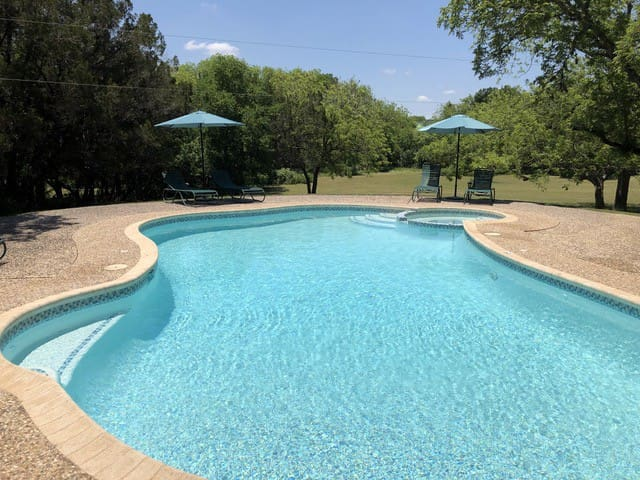 Your own Private Oasis, Pool, Hot Tub, Fire Pit on 10 gorgeous acres