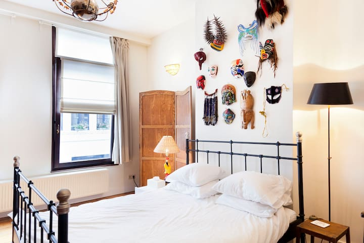Charming Romantic Room, For a Good Cause - Antwerpen - Huis