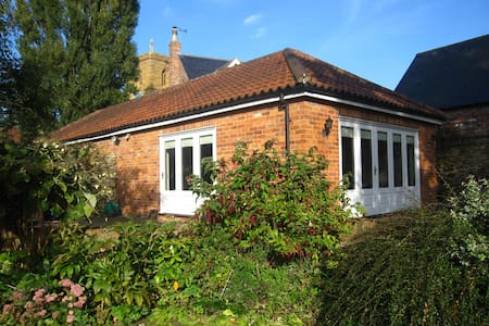 Garden studio in pretty village - Lincolnshire