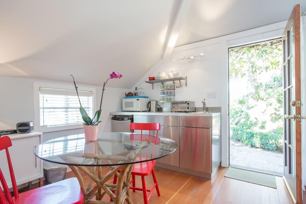 modern kitchenette!