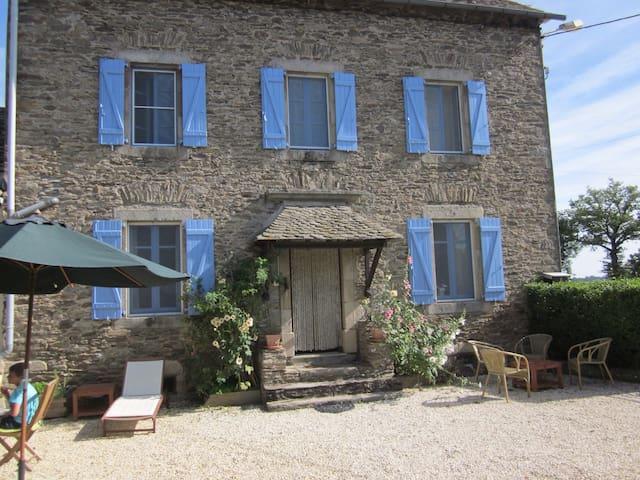 Corps de ferme prox Lac de Pareloup - Arvieu - Casa