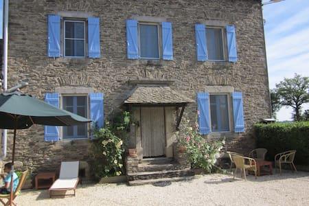 Corps de ferme prox Lac de Pareloup - Arvieu - House
