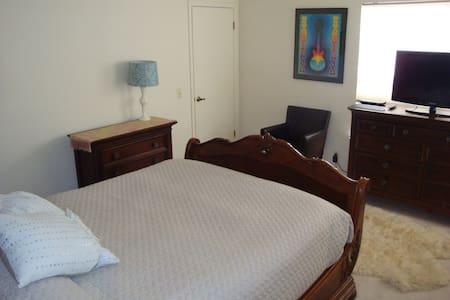 Nice room near Golf Course + Ocean