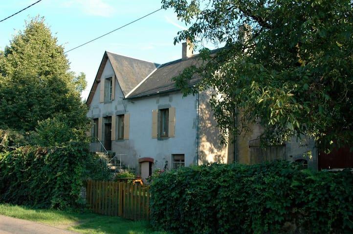 groot authentiek familie huis - Ouroux-en-Morvan - House