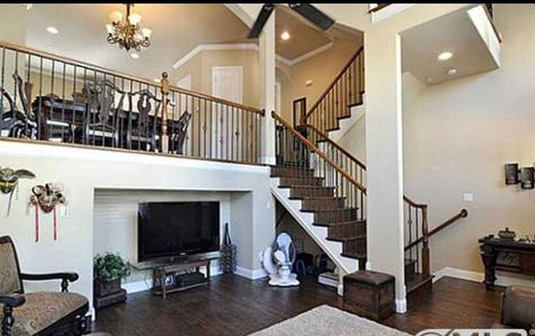 Driem House - Comfy Chic in Legacy Plano