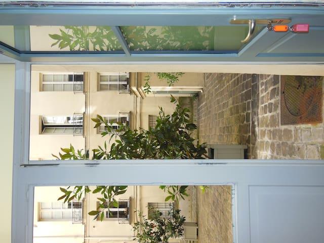 In Saint Germain Des Près... - Paris - Apartment