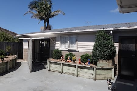 Self Contained 1 Bedroom Flat - Auckland
