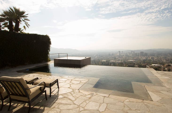 STUNNING VIEW Luxury Hilltop 3BR+ Infinity Pool