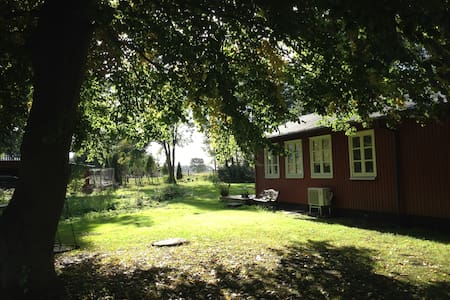 Charming summer cottage in the outs - Taastrup - Haus